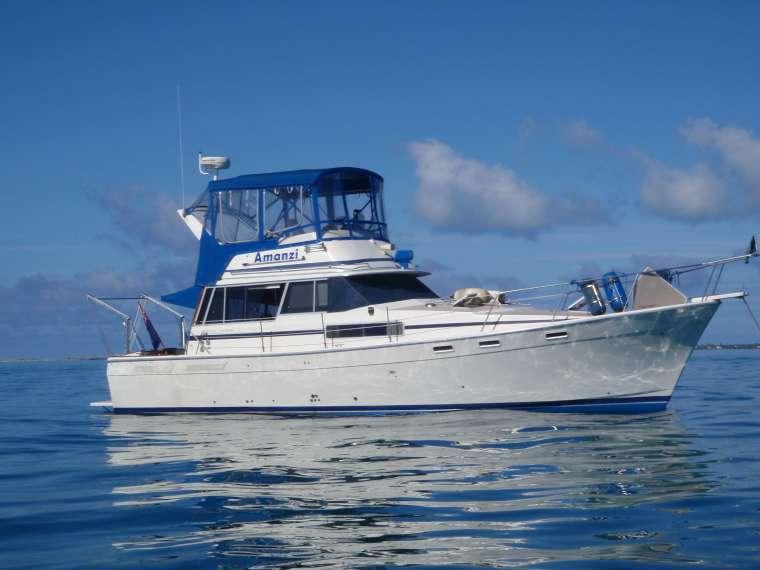 Amanzi on the glassy waters of the Bahama Banks