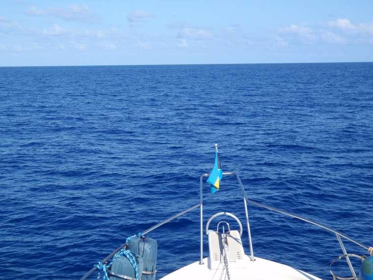 Heading across the Gulf Stream - Bahamian flag still flying
