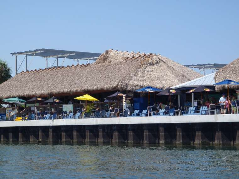 Tiki Bar - no place to tie up dinghy :(